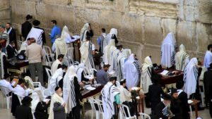 Ebrei che pregano | Photo Credit Christians for Israel International