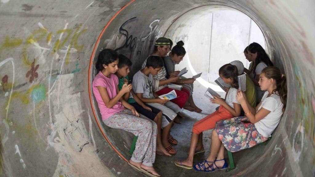 Bambini nel rifugio antimissile